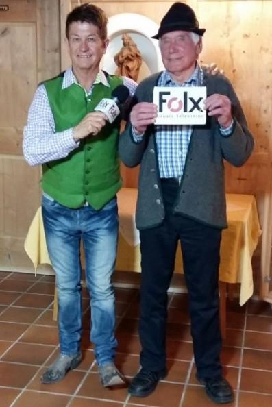 Sepp Mattlschweiger mit Friedl Kratzer (Organisator)